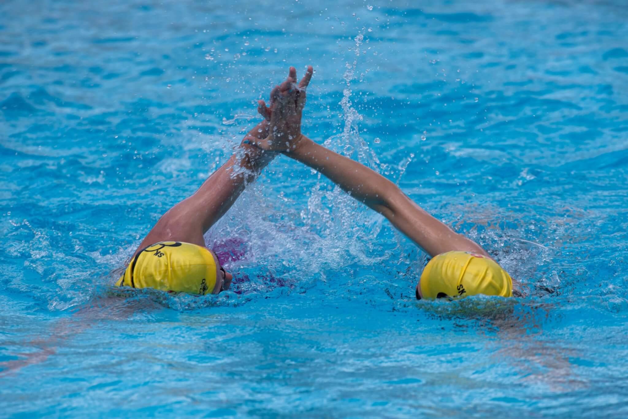 Cavini hyllar simningen